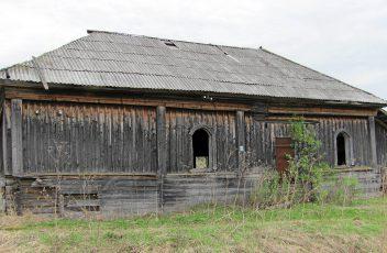 д.Ватолы. Руины деревенского клуба. 2015 г.