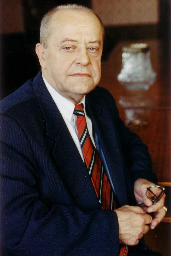Rektor_PGPU_prof_I_S_Kaptsugovich_2000_g_-_1_jpg